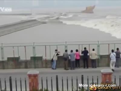 Huge Wave Wipes Out Bystanders