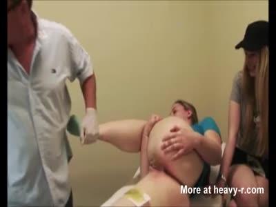 Girl Undergoes First Time Brazilian Wax