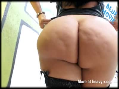 Huge Latina Booty Show Off