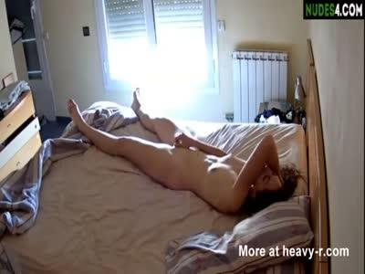 Amateur Teen Masturbates In Hotel