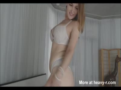 Big Ass Busty Babe Twerks And Fucks Dildo