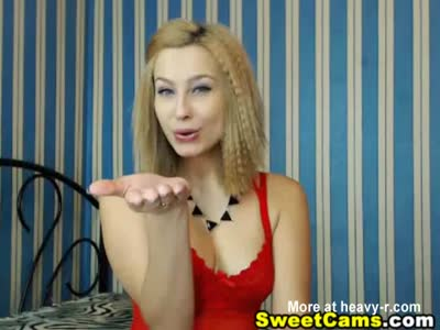 Hot Busty Blonde Chick Playng Her Cunt on Cam