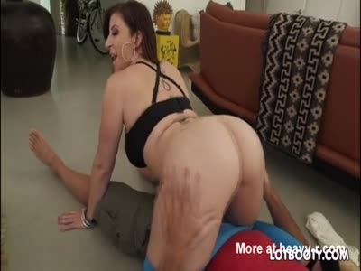 Plump butt MILF Sara Jay with huge tits gets pounded