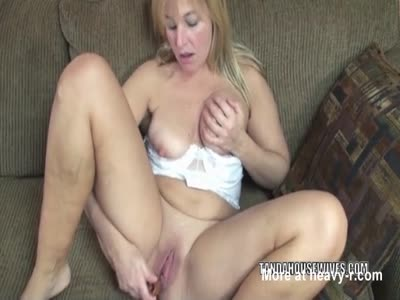 Lissa fucks her mature twat with a toy