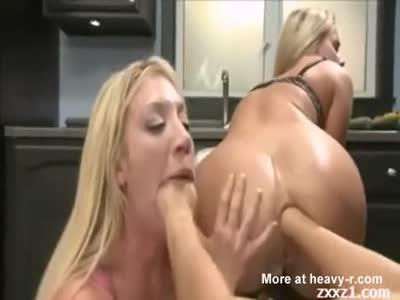Anal Fisting Lesbian Threesome